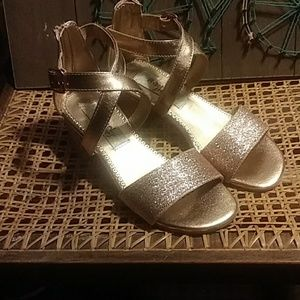 NWOT Rachel Shoes girls size 1 Strappy Shoes
